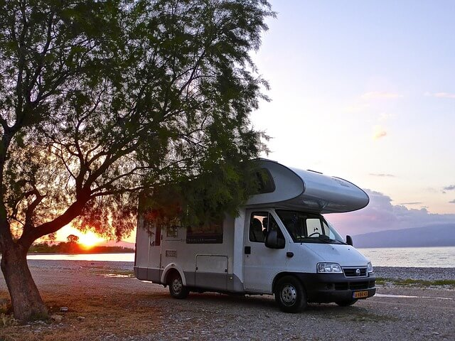 rv-sitting-by-the-lake